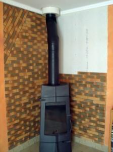 placo-plâtre anti-feu avec finition en briquettes réfractaires